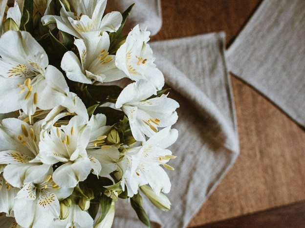 Which Flower Looks Best Along with A Lily Bouquet?